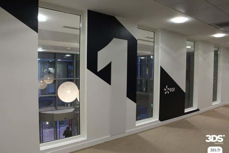 Signalétique intérieure étage corporate chiffre volume relief