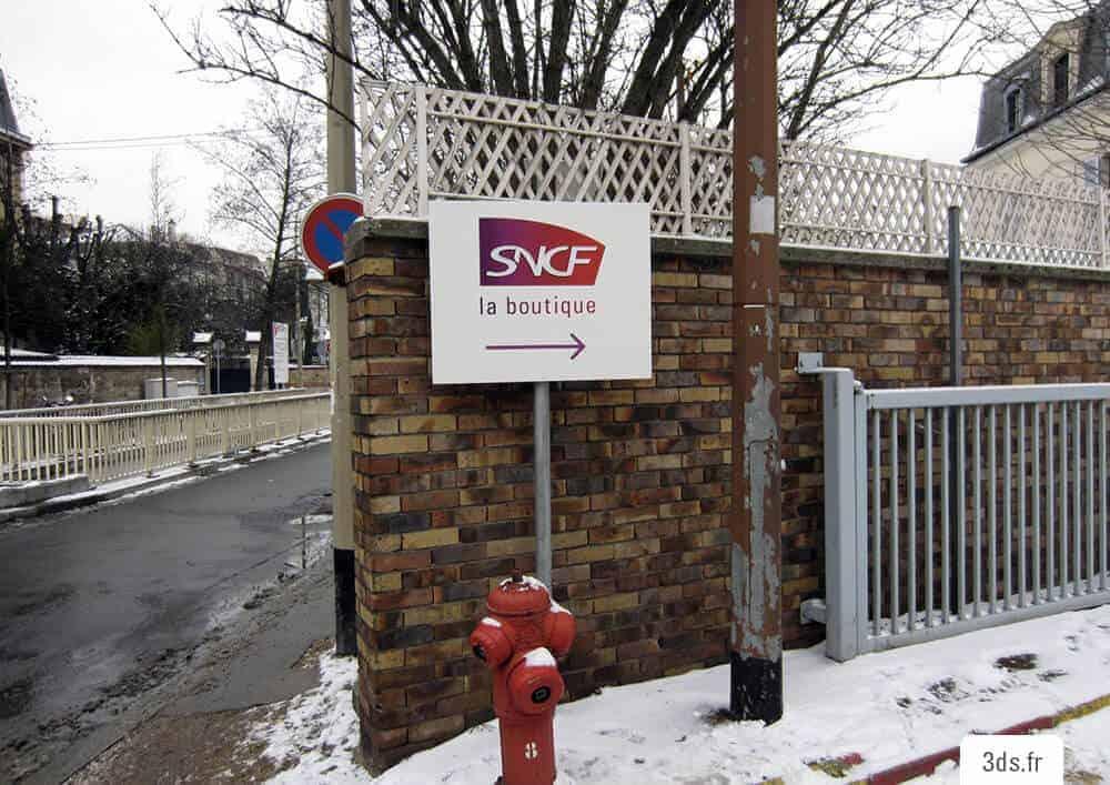 Panneau Directionnel Orientation SNCF Signalétique Sur Mesure
