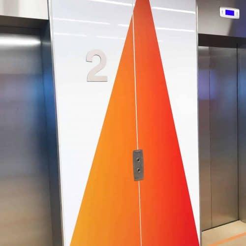 Signalétique intérieure design étage ascenseur