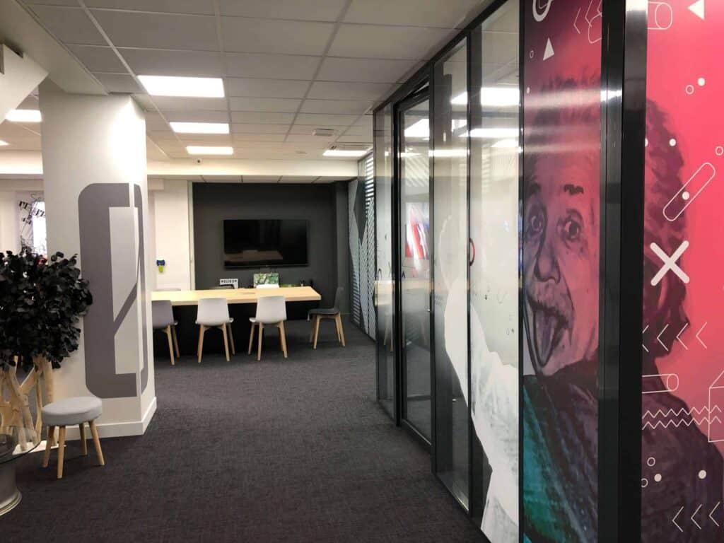 Vitrophanie visuel showroom 3ds groupe