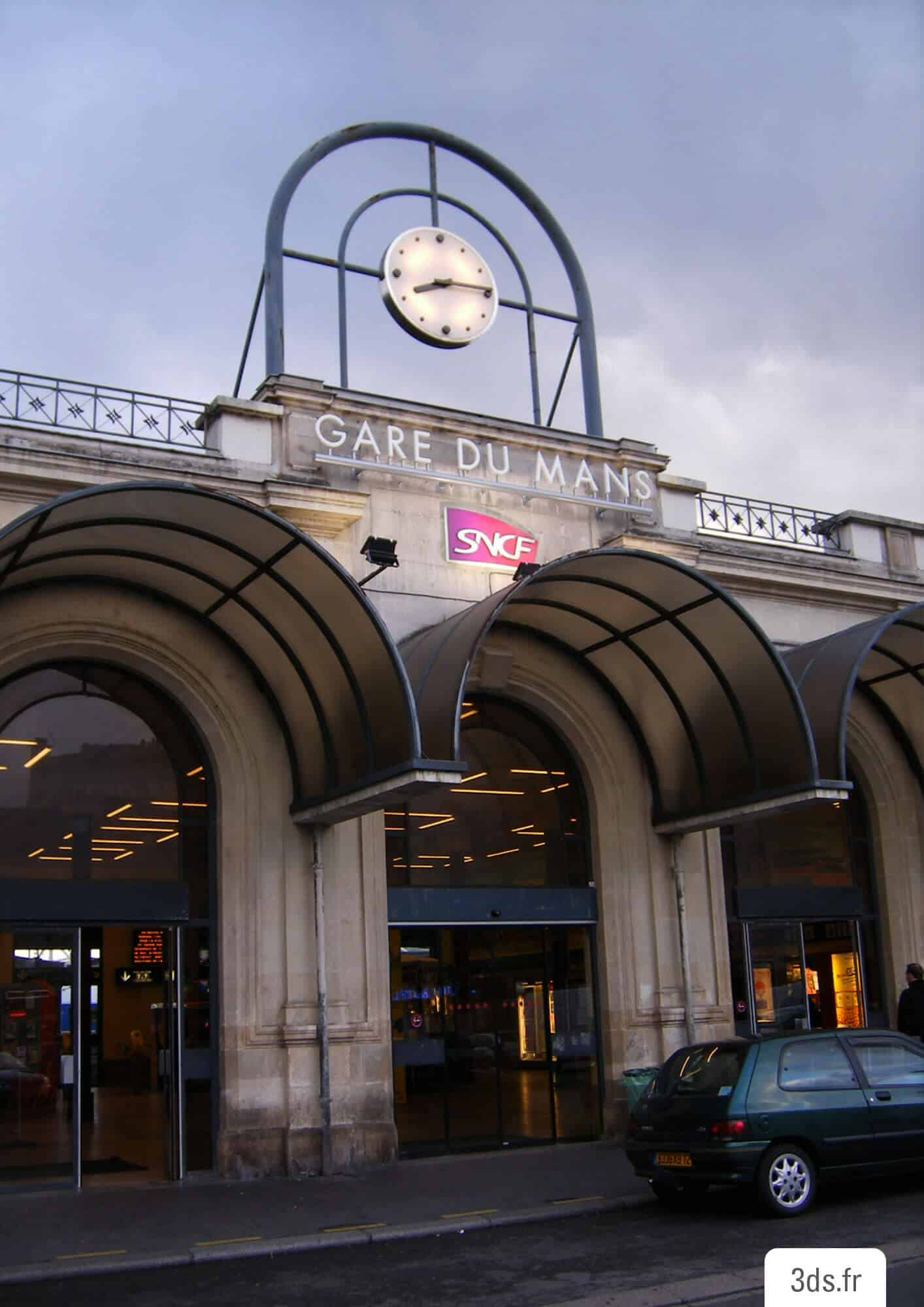 Enseigne lumineuse gare SNCF