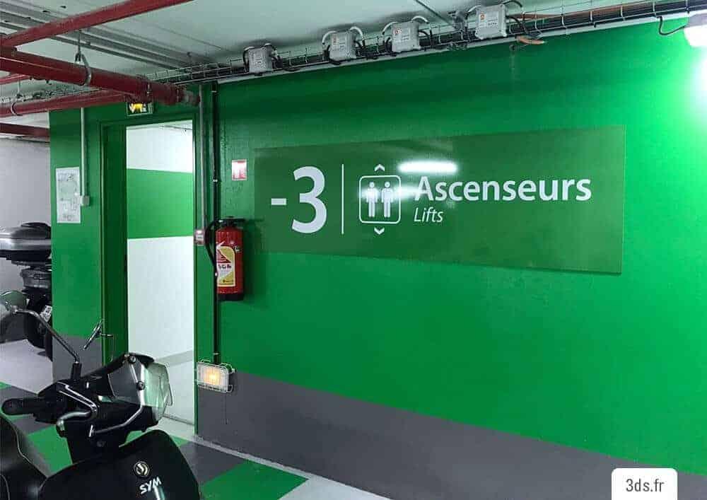 Panneau signalétique parking indication étage