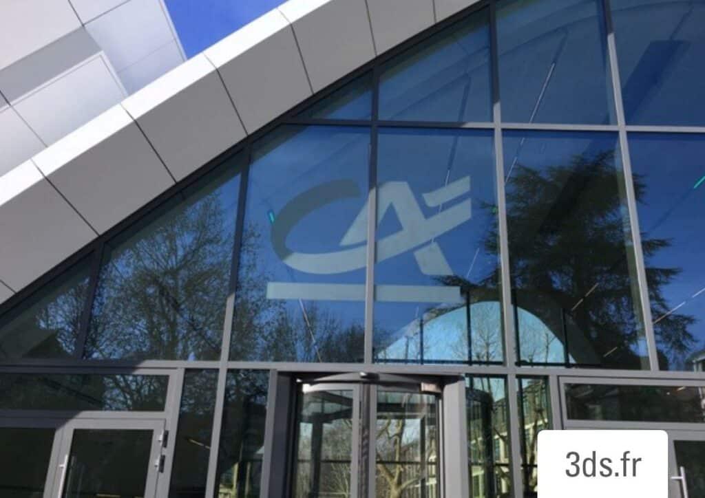 Enseigne adhésive dépoli logo facade vitrée