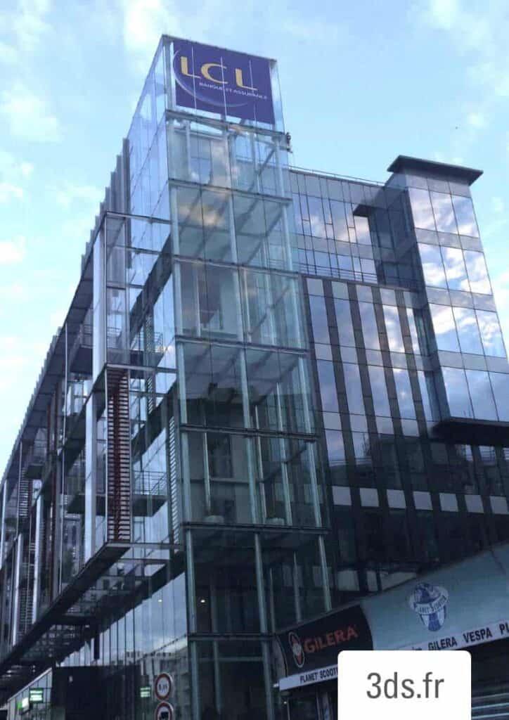 Enseigne facade vitrée extérieure immeuble bureau