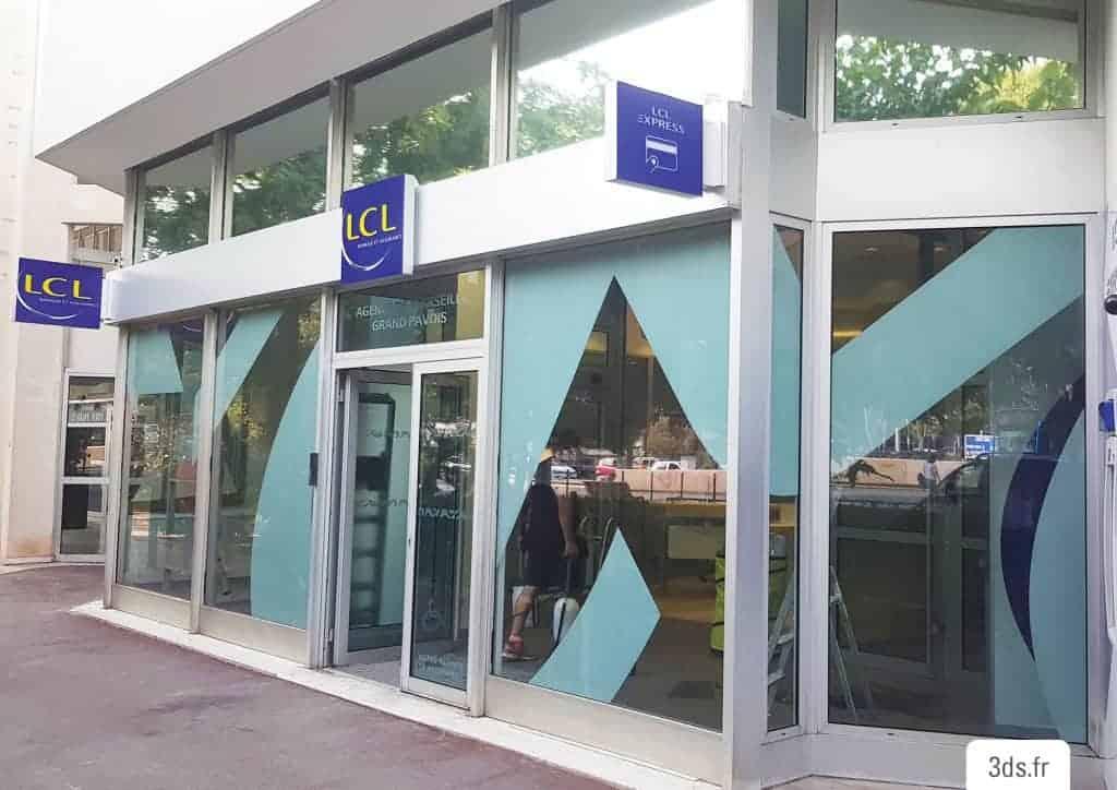 Vitrophanie sur mesure façade agence boutique