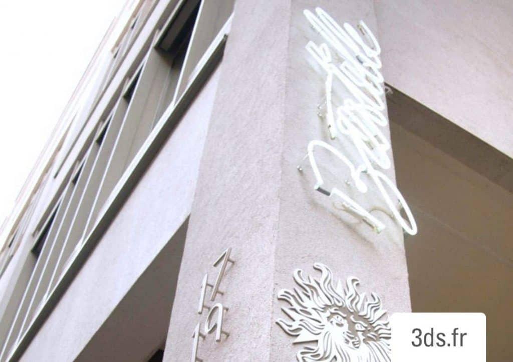 Conception Graphique Enseigne néon extérieure sur facade