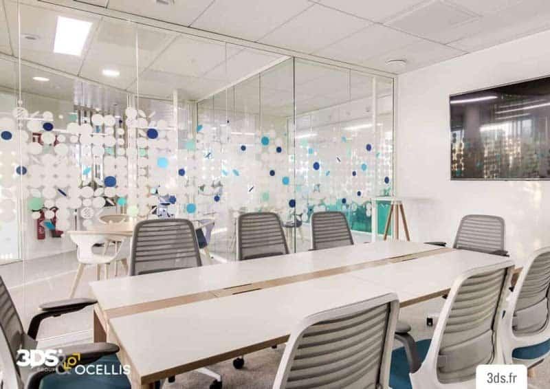 Vitrophanie sur mesure salle de réunion entreprise