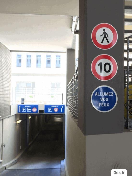 panneau routier entrée parking
