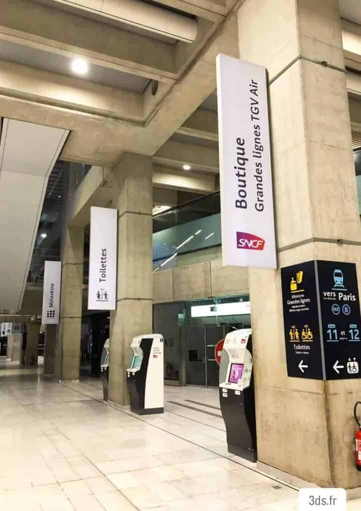 Drapeau signalétique gare suspendue