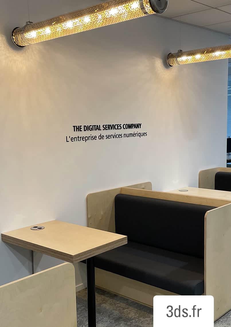 Signalétique corporate lettrage valeur et citation mural