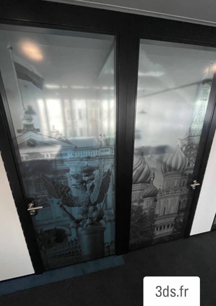 Vitrophanie figurative design monument historique