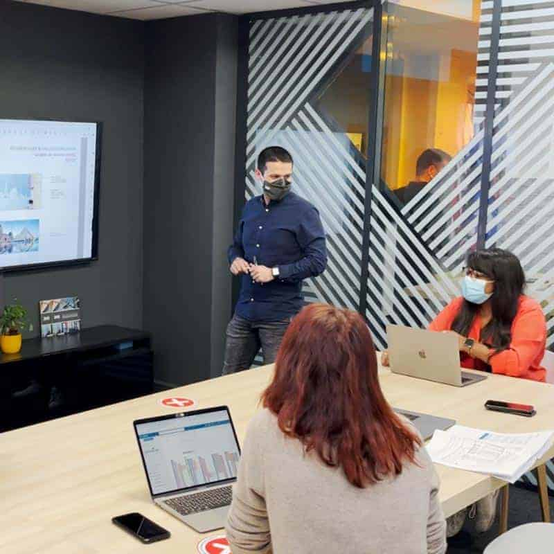 Chefs de projets bureau d'étude communication visuelle